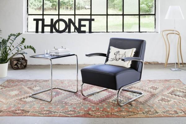 der sessel s411 von thonet mit dem beistelltisch b97b als. Black Bedroom Furniture Sets. Home Design Ideas